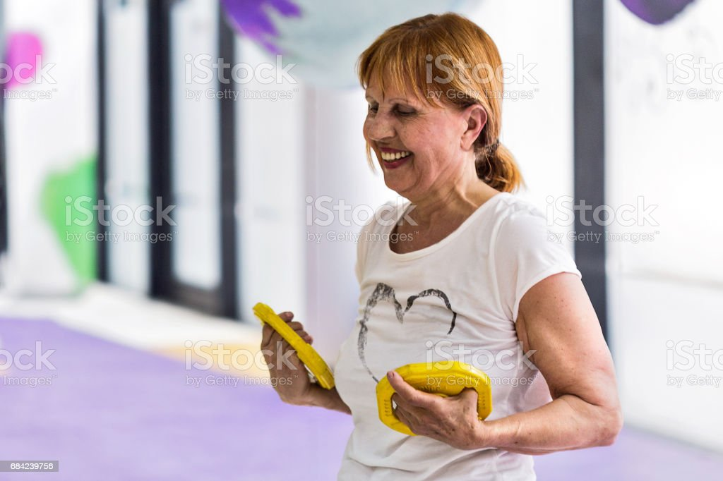 Senior woman with weights photo libre de droits