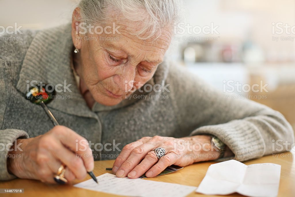 Senior Frau Schreiben – Foto