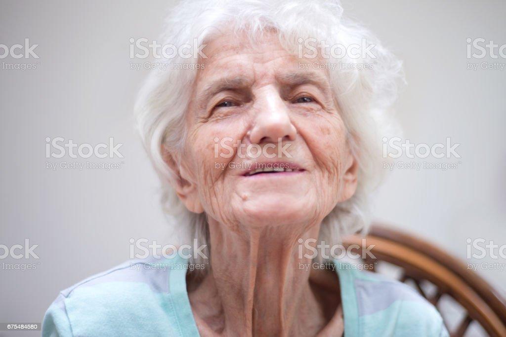 Üst düzey kadın düşüncelerinde kaybetti royalty-free stock photo