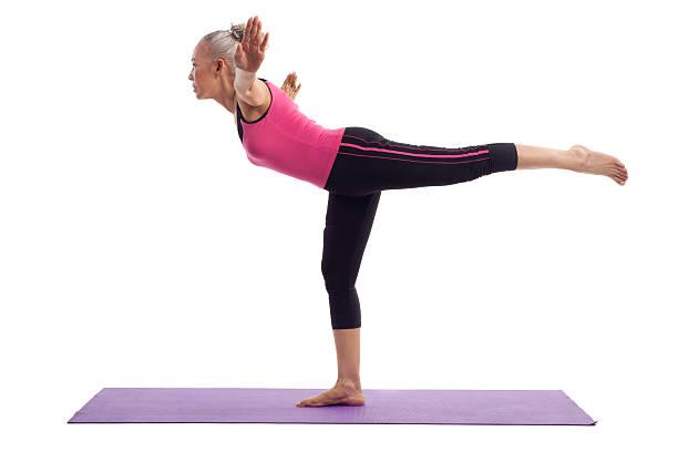 Ältere Frauen yoga – Foto