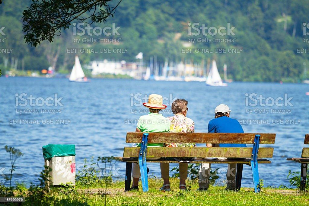 Senior UND Erwachsene Mann in See Baldeneysee – Foto