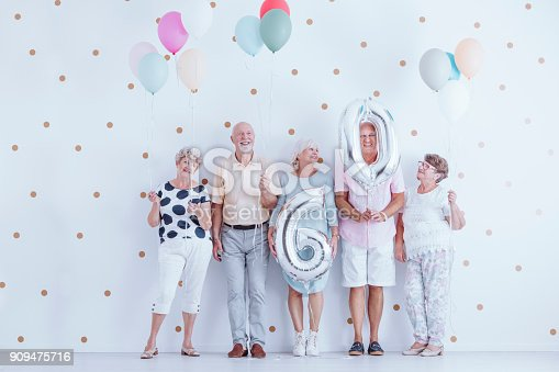 istock Seniors celebrating birthday 909475716