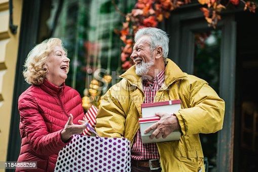 817549606 istock photo Seniors in shopping 1184888259