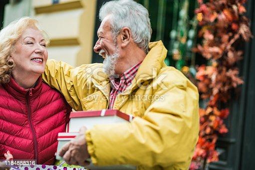 817549606 istock photo Seniors in shopping 1184888316