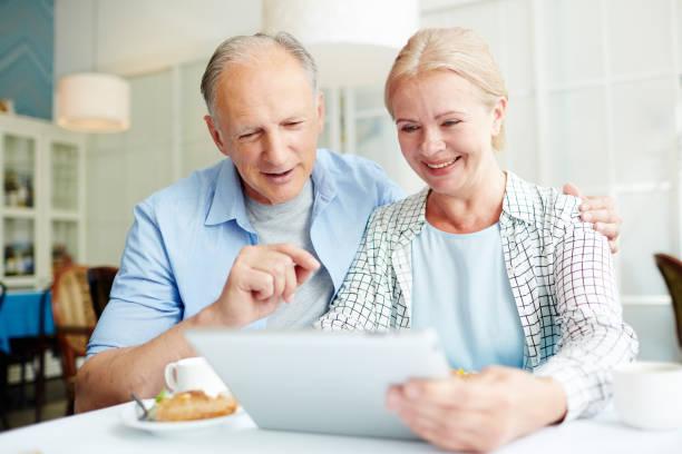 senioren im netz - free online game stock-fotos und bilder