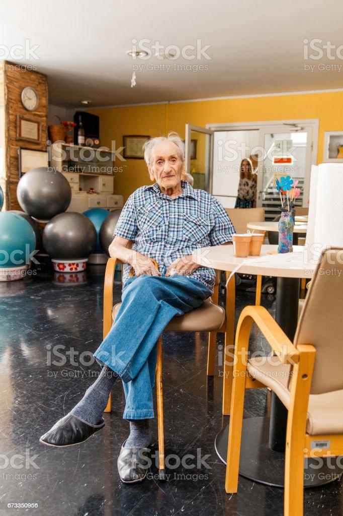 Senioren in einem Seniorenheim entspannend - Lizenzfrei Alter Erwachsener Stock-Foto