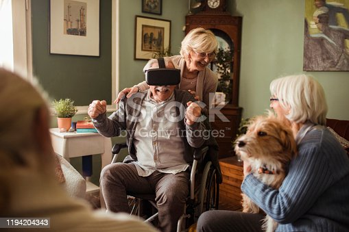 1053414472 istock photo Seniors using VR 1194204343