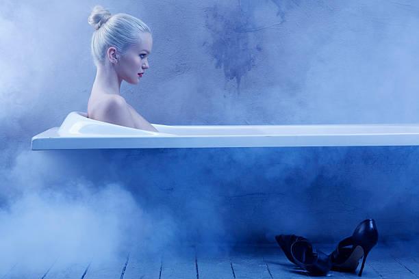 Cтоковое фото Чувственный Янг отдыхающая женщина в естественной красоты Портрет ванной комнате