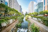 istock Seoul Cheonggyecheon Stream South Korea 869105202