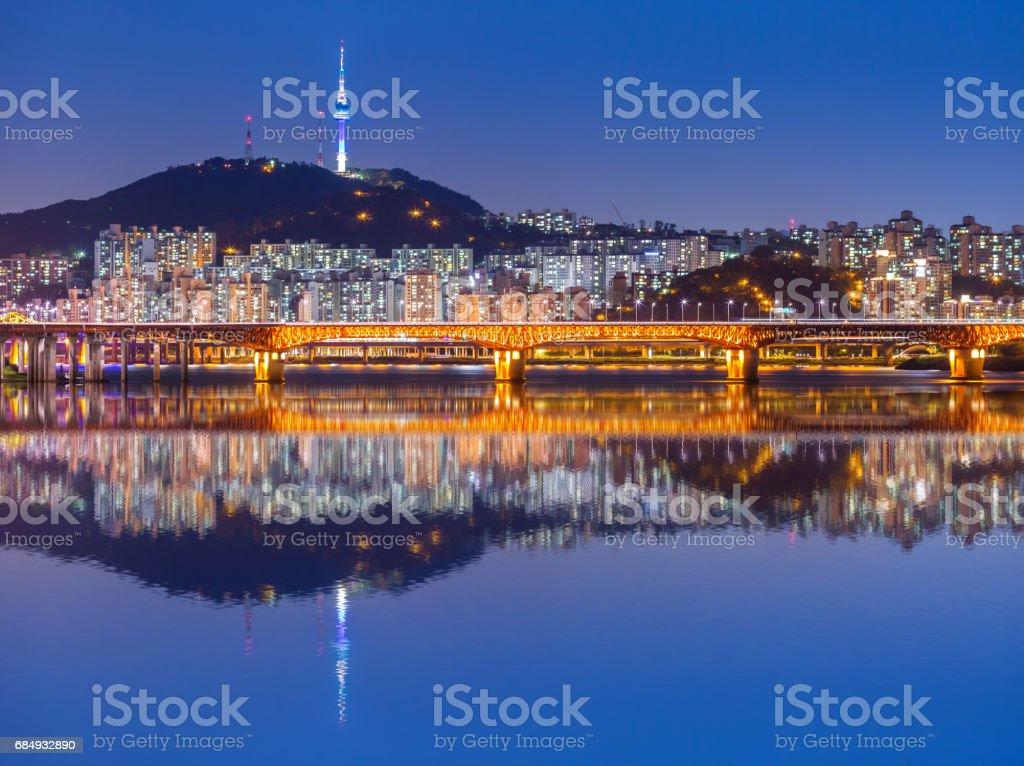 Seoul City und Brücke, schöne Nacht Koreas mit Seoul Tower in der Nacht, Südkorea. Lizenzfreies stock-foto