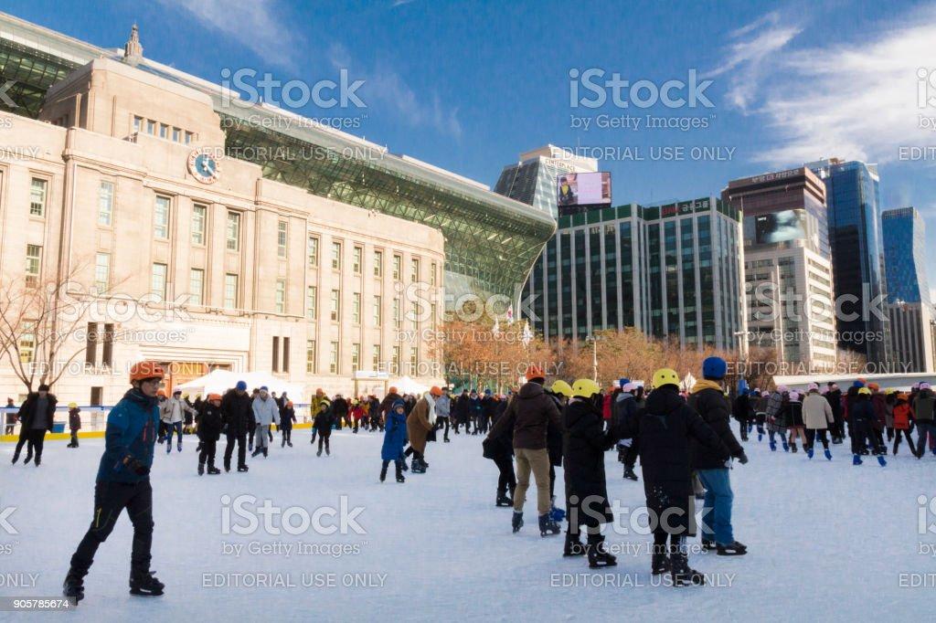 Seoul Plaza Eisbahn befindet sich vor dem Rathaus von Seoul – Foto
