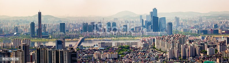 istock Seoul South Korea Skyline panoramic view Han River and Yeoeuido-dong area 825279226