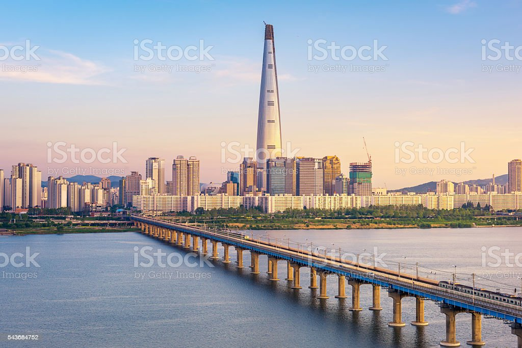 Seoul Subway and Seoul City Skyline, South korea - foto de stock