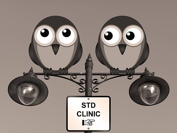 sepia standard klinik - eule zeichnung stock-fotos und bilder