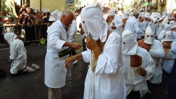 septennial rites of penance in guardia sanframondi (italy) - ferragosto foto e immagini stock