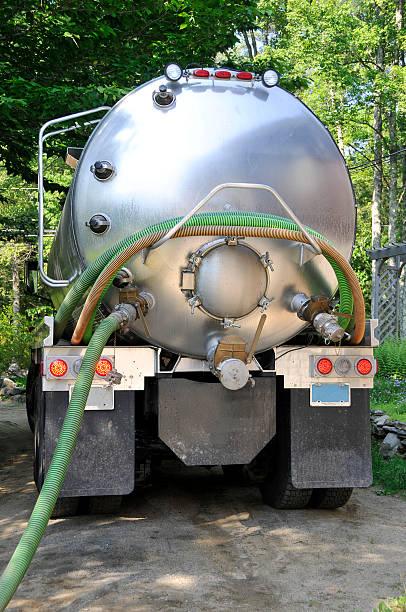 패혈성 펌프스 배달차 - 독성 물질 뉴스 사진 이미지