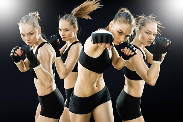 Séquence Image d'un combat de boxe femmes dans la Cage - Photo