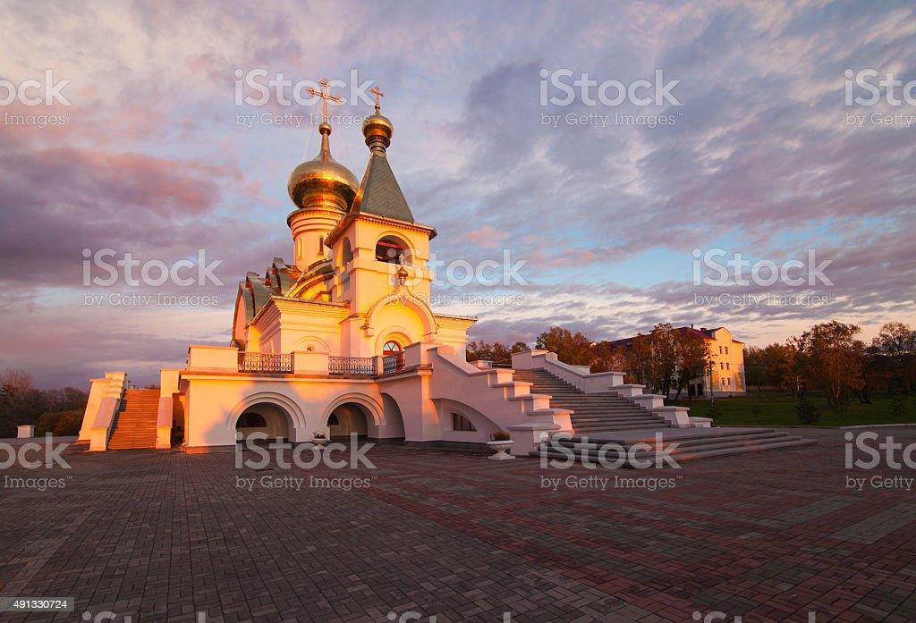 Serafim Sarovsky Tempel bei Sonnenuntergang in Chabarowsk, Russland – Foto