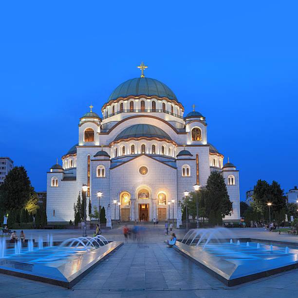 Serbia, Belgrado, Beograd, iglesia de san sabas por la noche - foto de stock