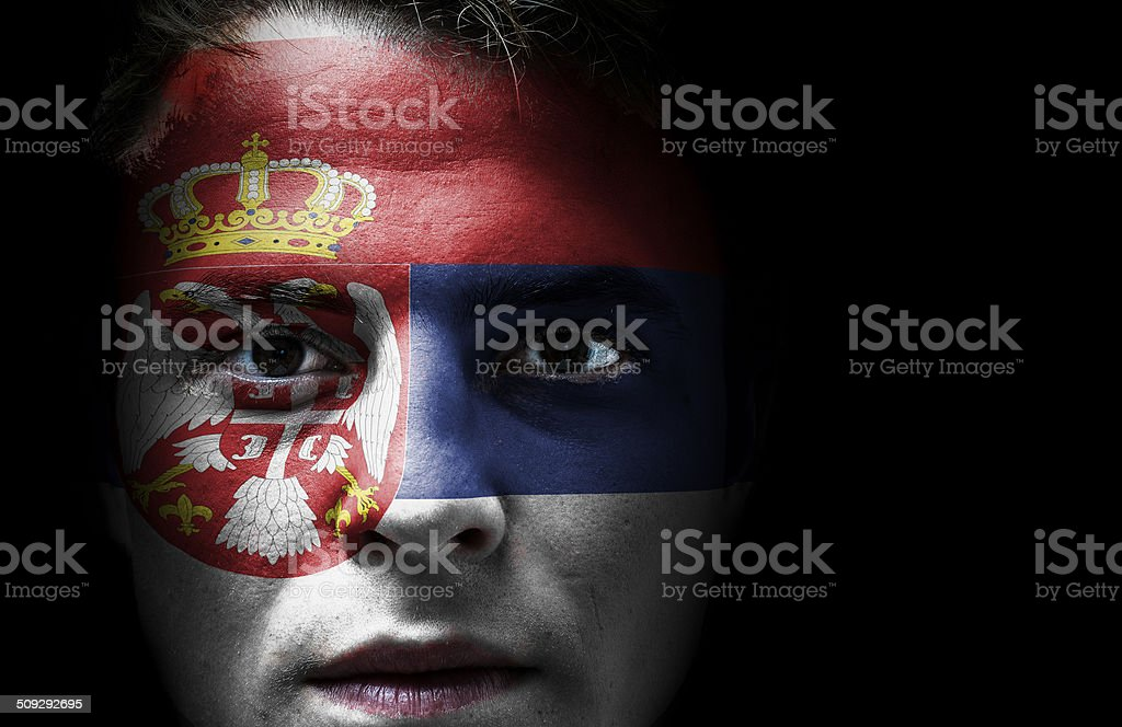 Bandeira Sérvia no rosto - fotografia de stock