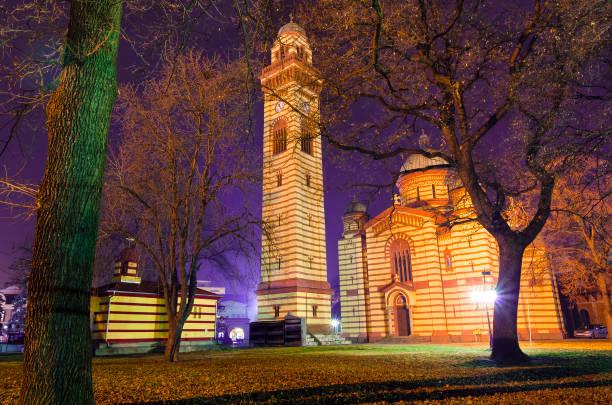 serbisch-orthodoxen kirche bei nacht - la union stock-fotos und bilder