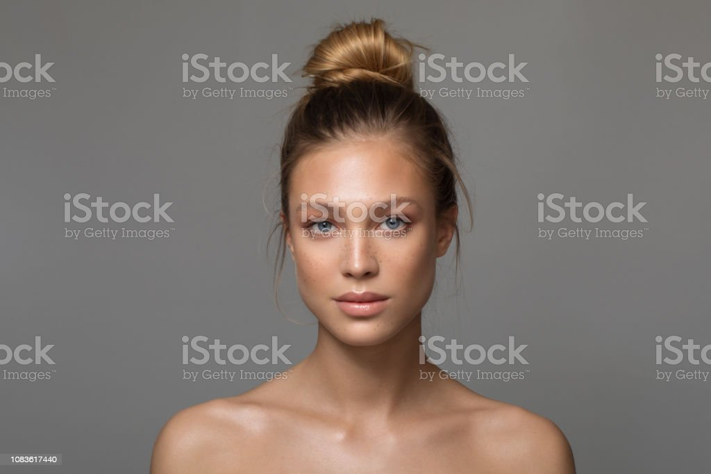 Serene beauty - Foto stock royalty-free di 18-19 anni