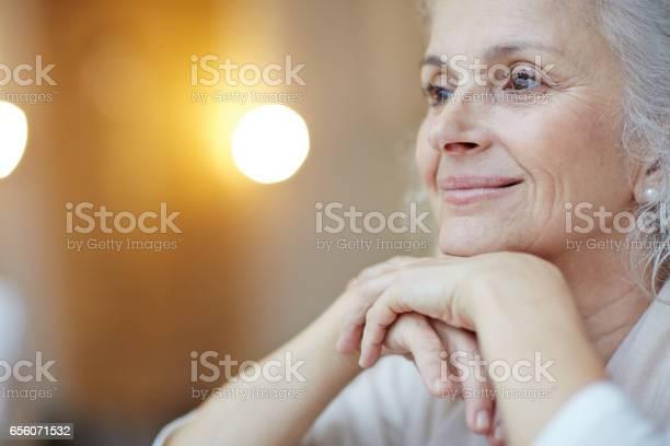 Gelassene Frau Stockfoto und mehr Bilder von 60-69 Jahre