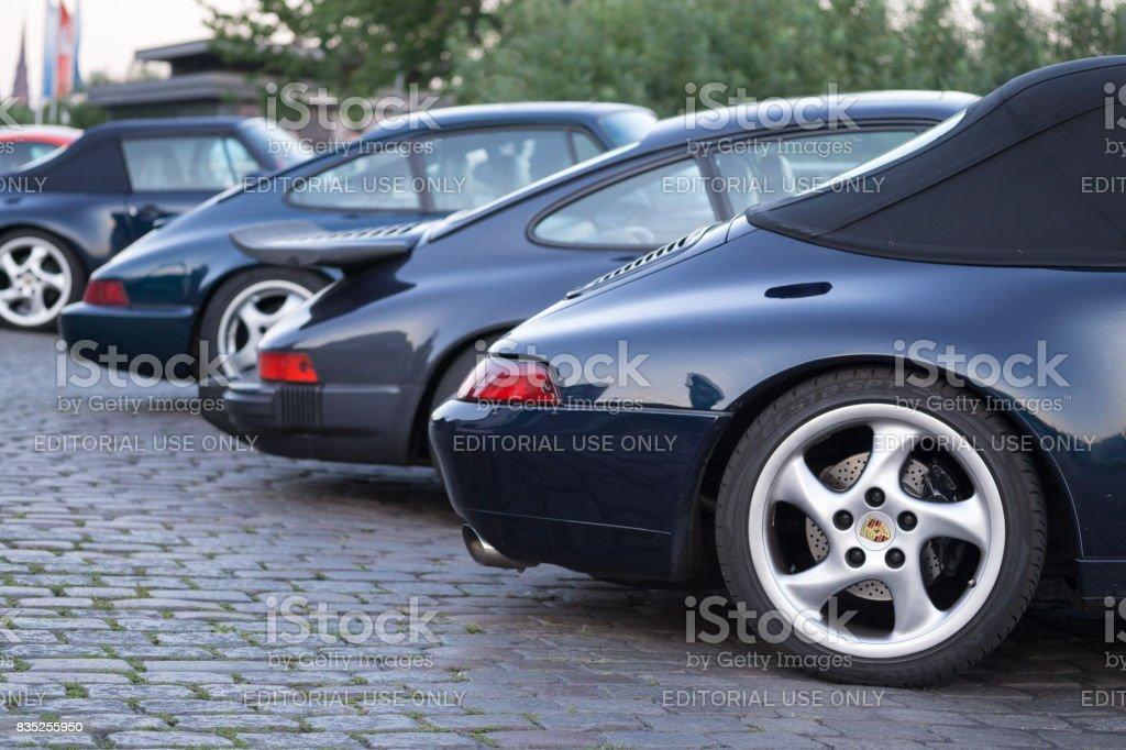 Uma série de diferentes porsche 911 veículos estacionados durante o evento de Magnus Walker sobre o Hamburgo Fischmarkt - foto de acervo