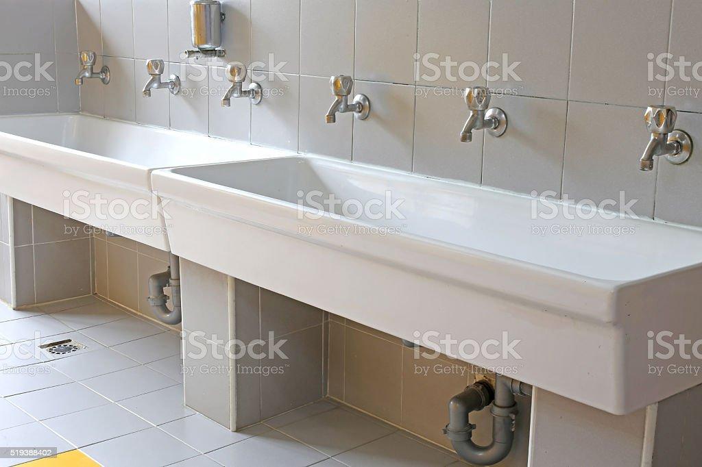 Reihe Von Kleinen Gewindebohrer Im Badezimmer Der Bereits Im
