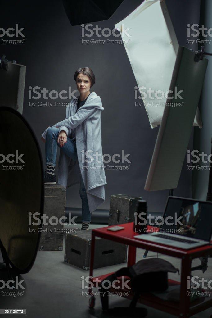 En serie av studioporträtt med en tjej. royaltyfri bildbanksbilder