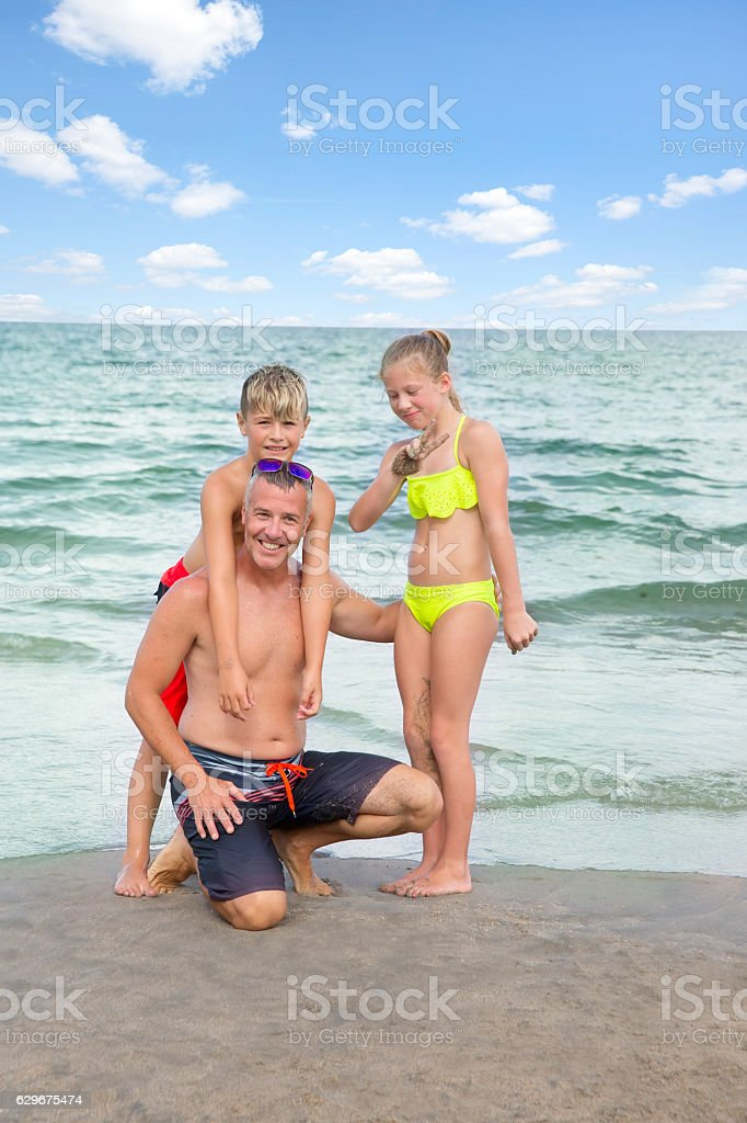 dad and young daughter at the beach