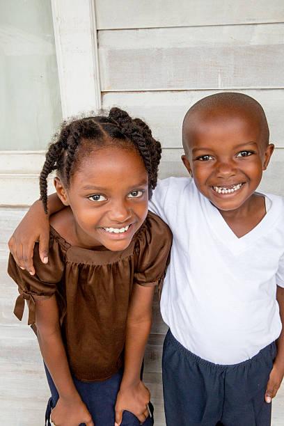 series:young honduran brother and sister on their front porch - sanft und sorgfältig stock-fotos und bilder