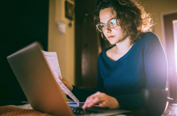Serious girl swamped with work – zdjęcie