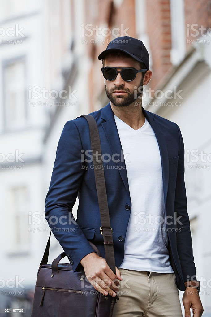 Serious guy in shades and cap - foto de acervo
