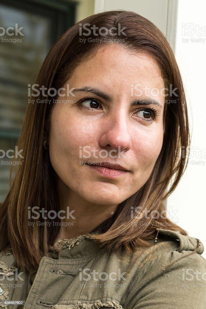 Grave madura mulher hispânica  - foto de acervo