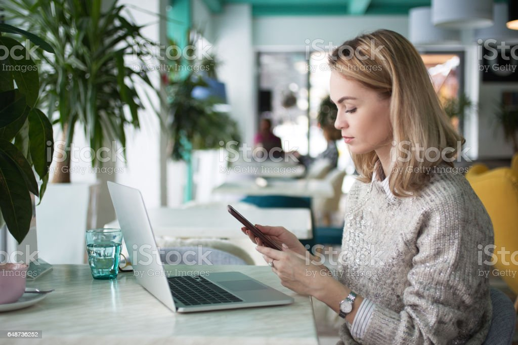 Serious woman addicted to technology - Royalty-free Adult Stock Photo