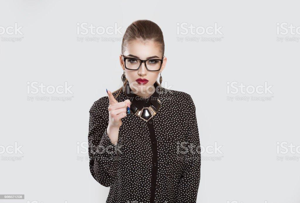 schwere Mädchen Business Frau zeigt Zeigefinger für Ermahnung - Lizenzfrei Arm - Anatomiebegriff Stock-Foto
