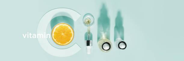 serum met vitamine c, concept ontwerp. schoonheidstherapie, lichaamsverzorging. minimalisme vlak lag. - vitamine c stockfoto's en -beelden