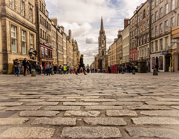 Servant's walk Famous Royal Mile (High Street) of Edinburgh as seen from its clobber stones. edinburgh scotland stock pictures, royalty-free photos & images
