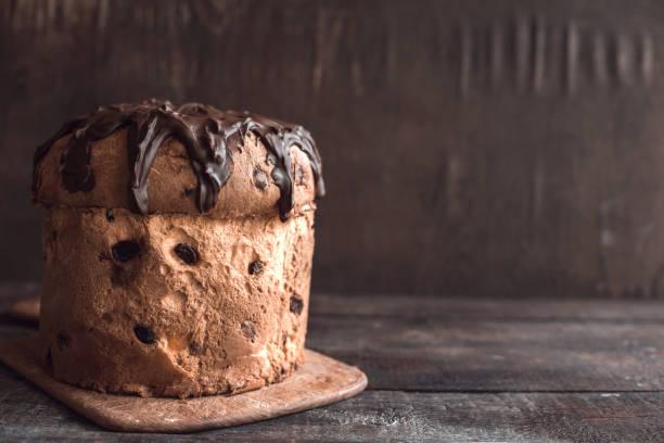 served panettone cake - panettone foto e immagini stock