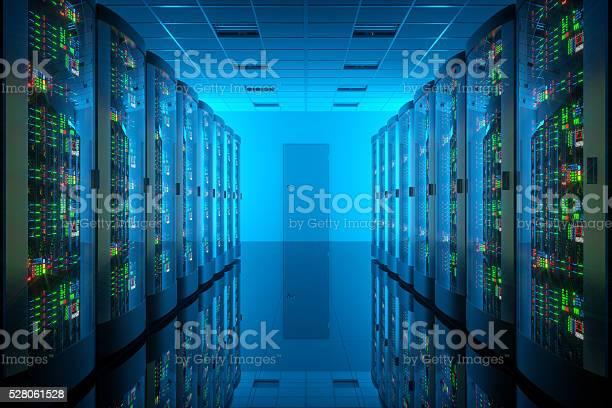 Servidor Habitación En El Centro De Datos Equipos De Telecomunicaciones Foto de stock y más banco de imágenes de Agresión