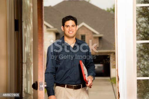 istock Service Industry: Repairman at customer's front door. 485922905