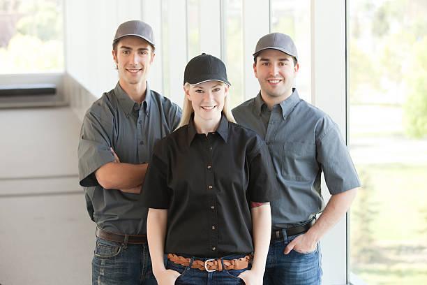service-personal - legere arbeitskleidung stock-fotos und bilder