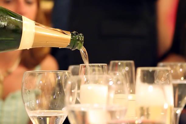 Che serve champagne - foto stock