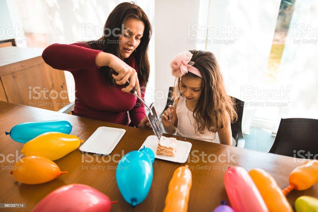 serving the cake for the daughter birthday zbiór zdjęć royalty-free