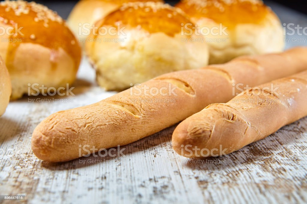 Sesame seeds buns fermenting and being baked - foto stock