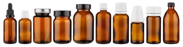 Set Sammlung Reihe von verschiedenen braunen Medizin Pille Glas Pipette Dropper Flasche leer ohne Copyspace Label Design Muster isoliert weiß Panorama Hintergrund – Foto