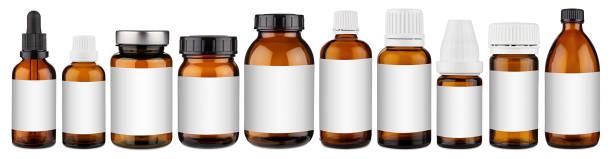 Set Sammlung Reihe von verschiedenen braunen Medizin Pille Glas Pipette Dropper Flasche mit leeren Copyspace Label Design Muster ohne isolierte weiße Panorama Hintergrund – Foto
