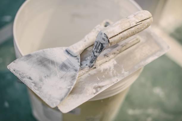 Conjunto de ferramentas de espátula gesso sortidas e espátula - foto de acervo