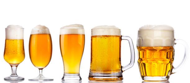 conjunto de copos de cerveja isolado no branco - ale - fotografias e filmes do acervo
